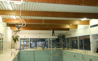Zwembad Middelkerke RF behandelen van houten spanten
